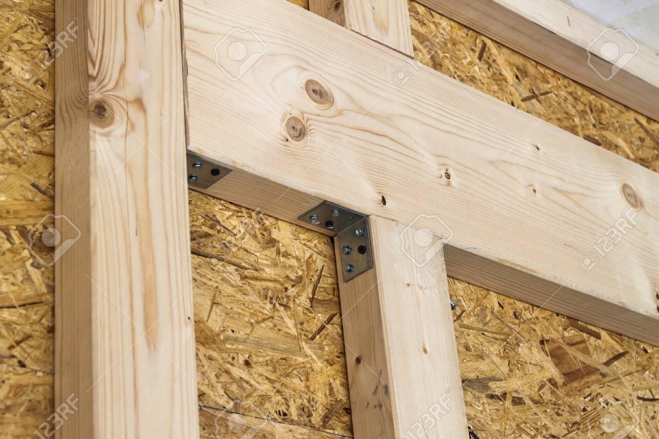 Bau Von Holzrahmenwänden Eines Neuen Landhauses. Unfertige ...