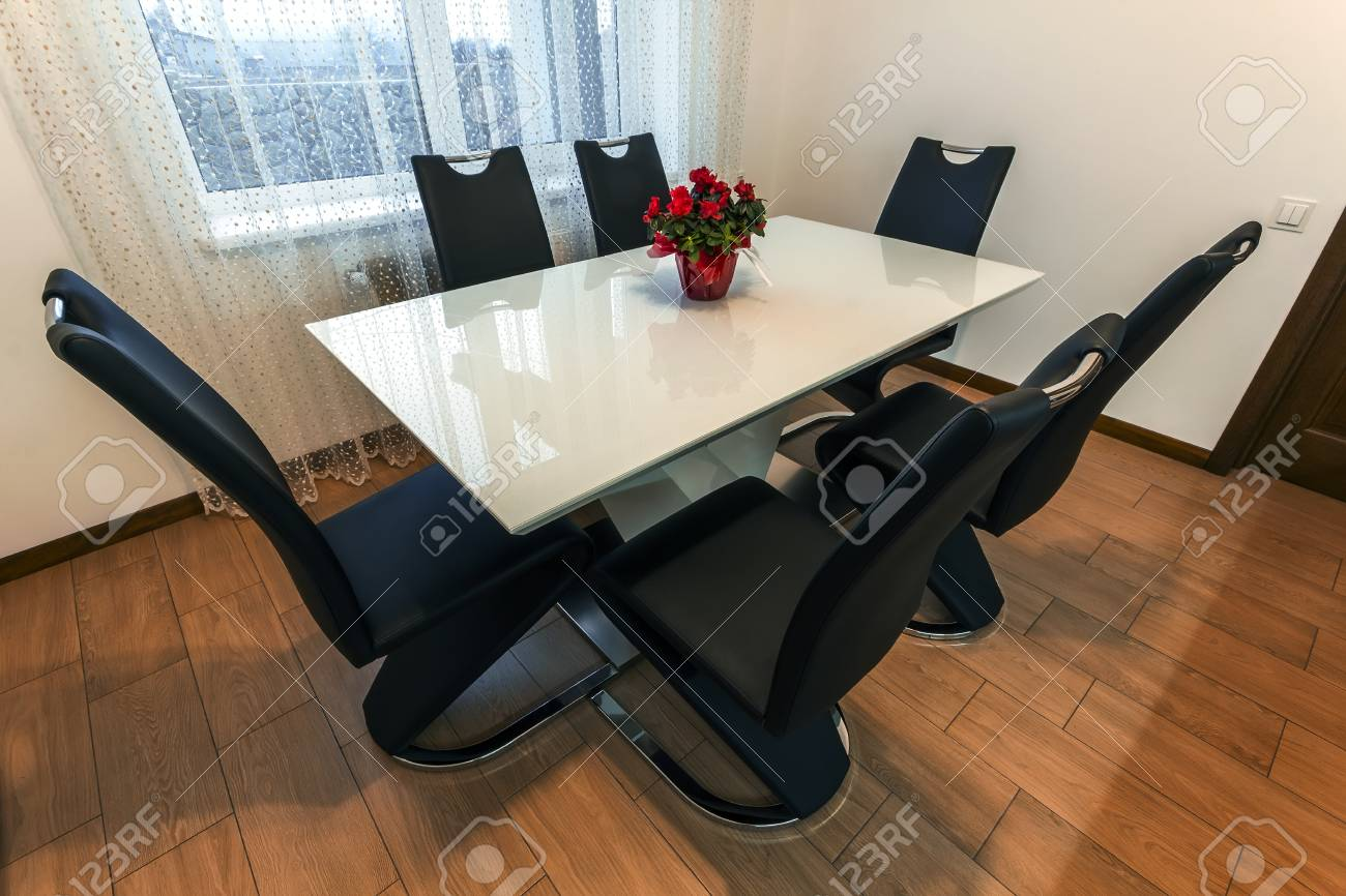 Surprising White Wooden And Glass Round Dining Table With Six Chairs Modern Ibusinesslaw Wood Chair Design Ideas Ibusinesslaworg