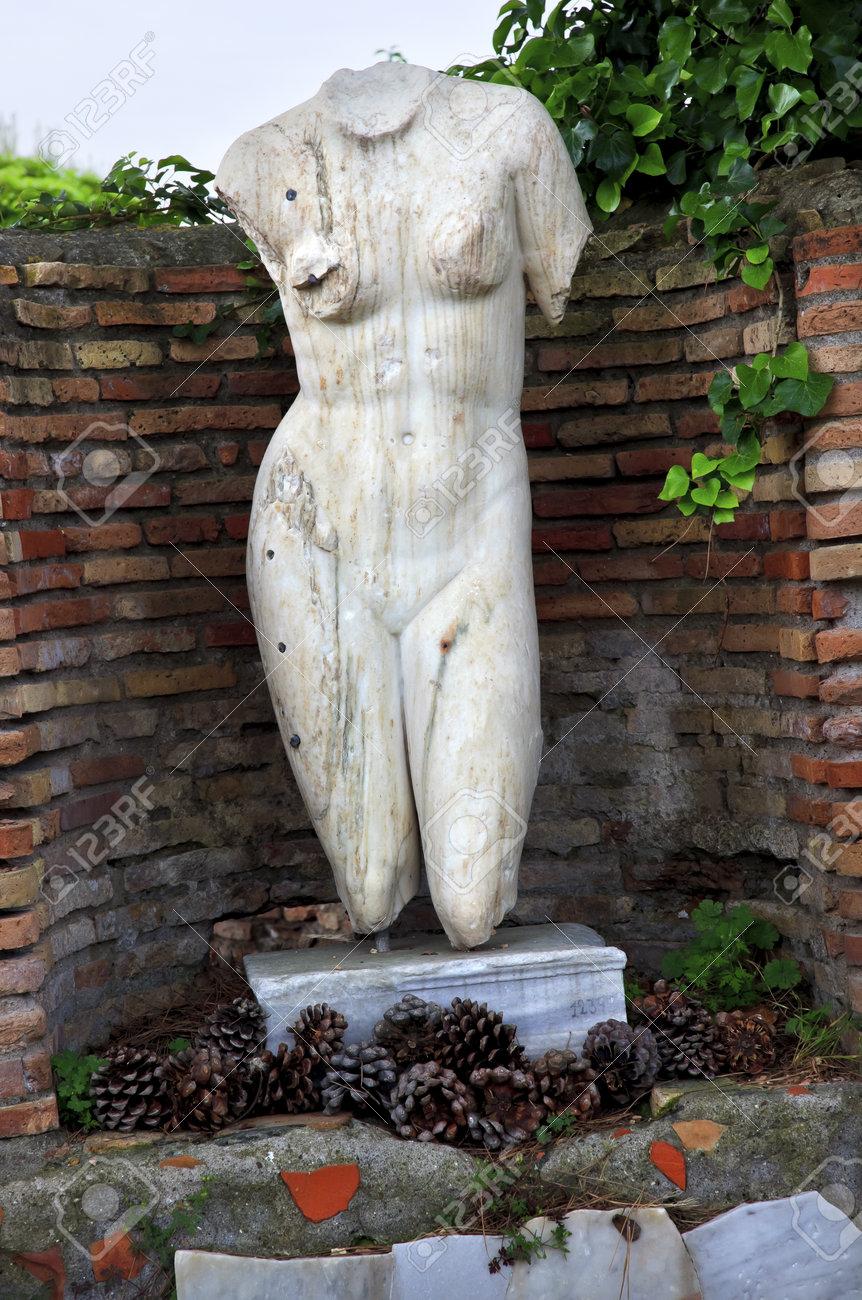 Stephanie Nogueras Nude Photos