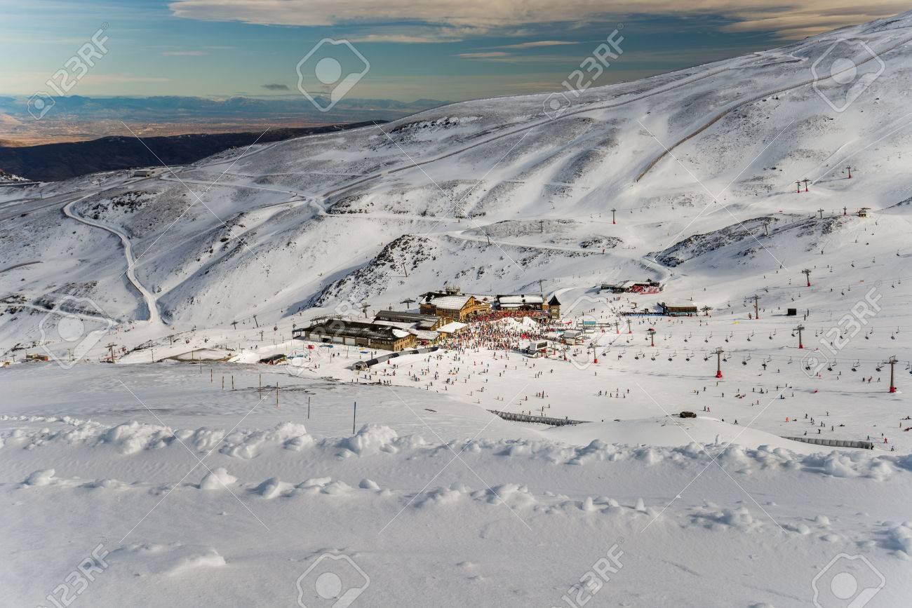 Sierra Nevada winter resort - 25826400