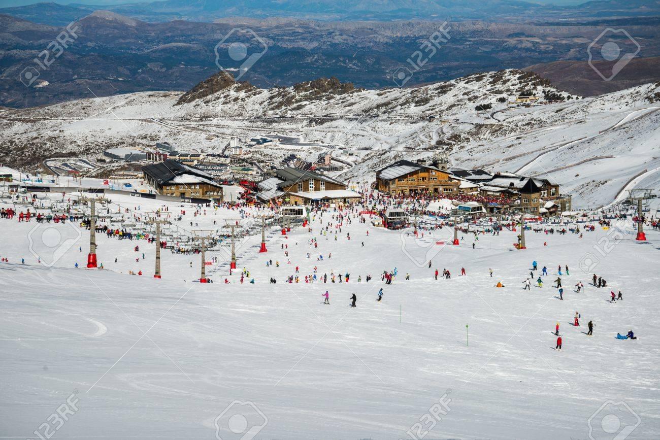 Sierra Nevada winter resort - 25826421
