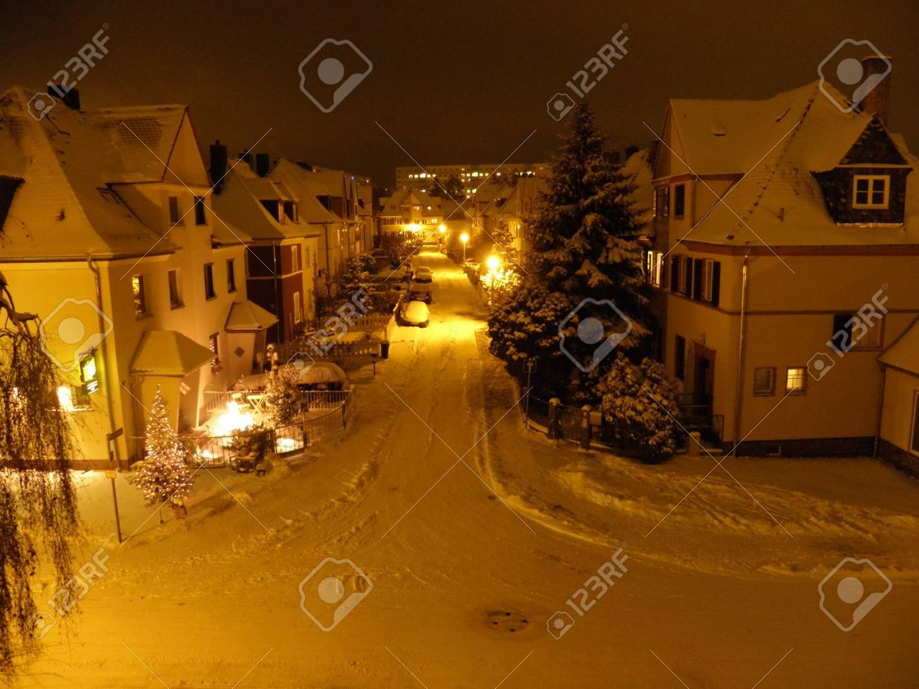 Winter evening in the residential area Stock Photo - 12056487