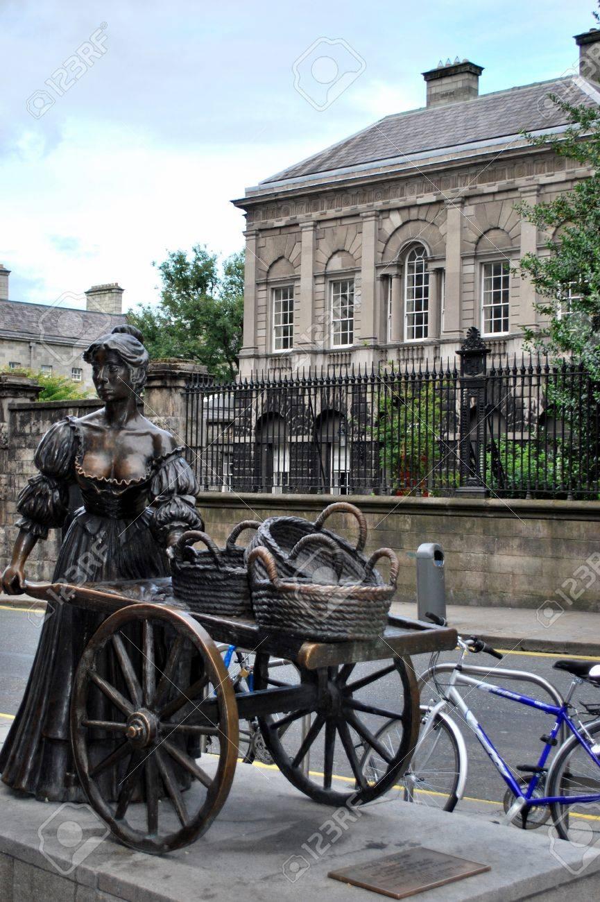 Molly Malone statue, Dublin Stock Photo - 13916716