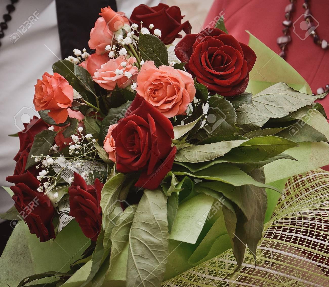 Hochzeitsstrauss Aus Roten Rosen Lizenzfreie Fotos Bilder Und Stock