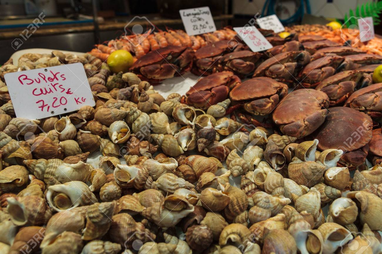 35870640-Fresh-Whelks-and-Crab-at-a-Seafood-market-in-St-malo-France-Stock-Photo.jpg