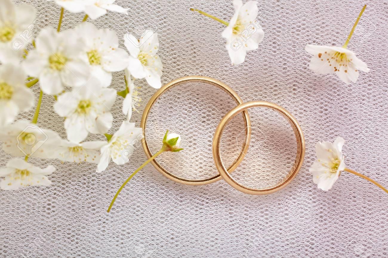 Gold wedding rings - 61392310