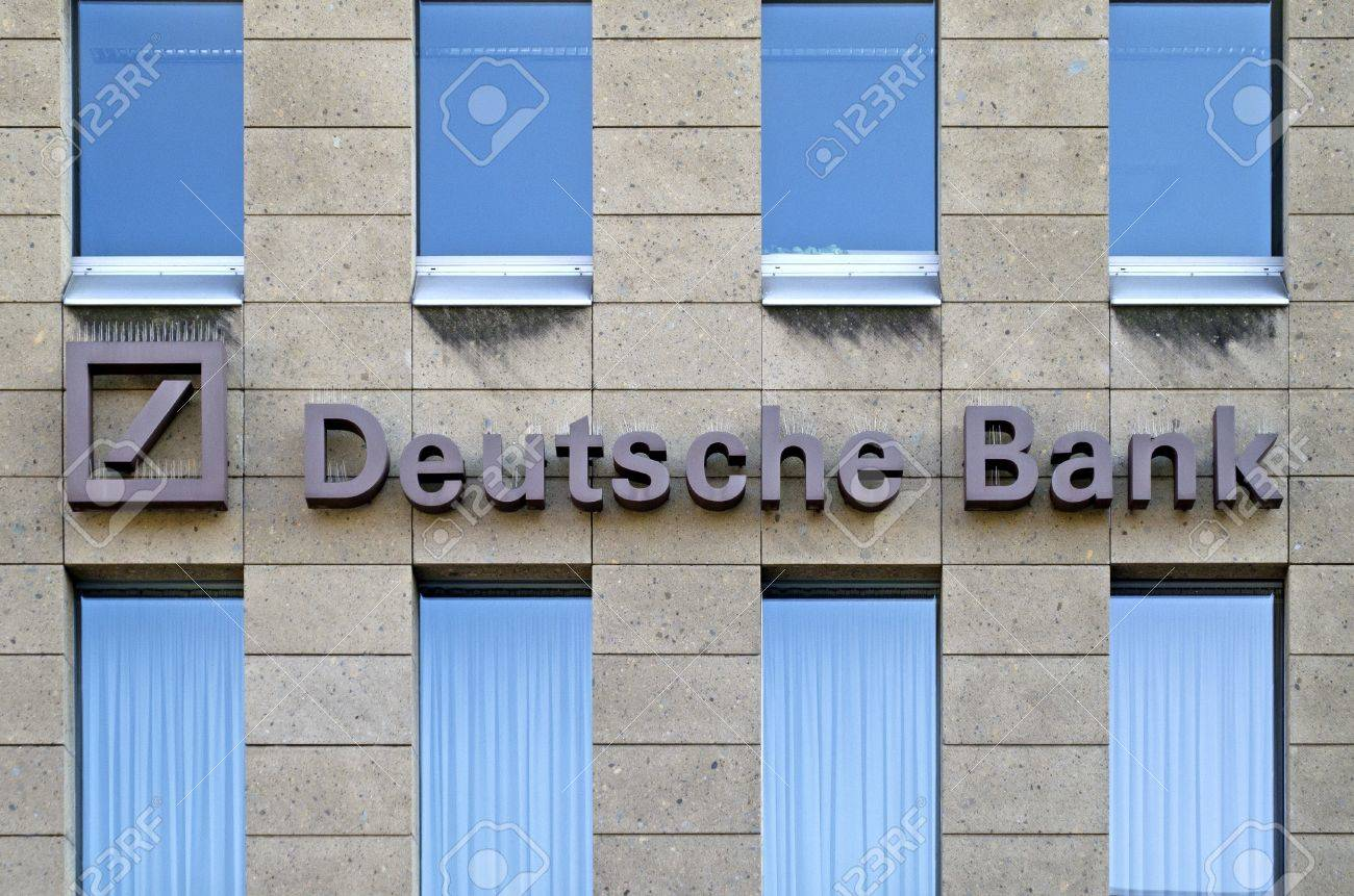 Mainz, Germany, September 25, 2011: Branch of banking giant Deutsche Bank Group Stock Photo - 11078400