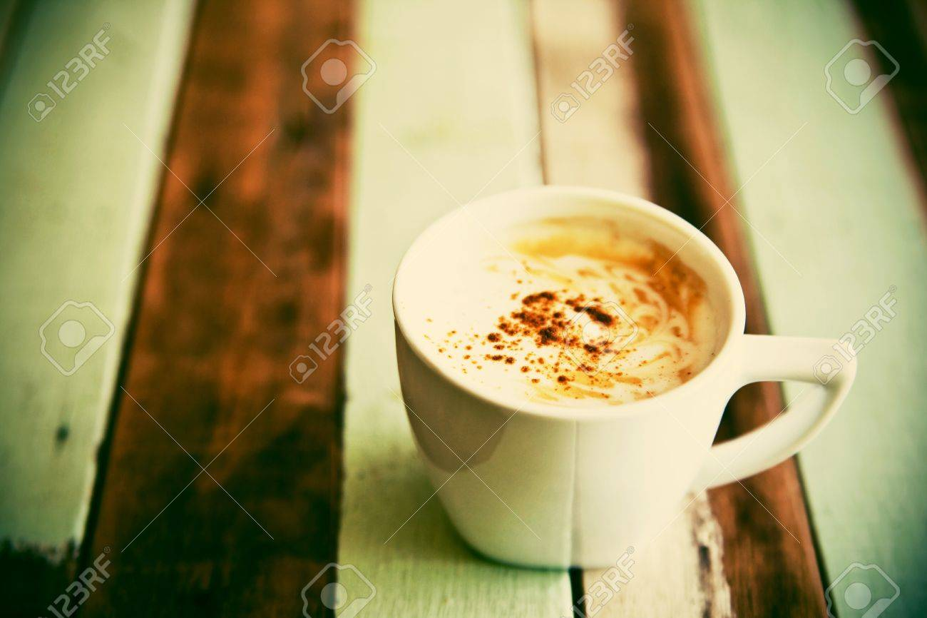 Grunge coffee cup on wooden table Stock Photo - 14183905