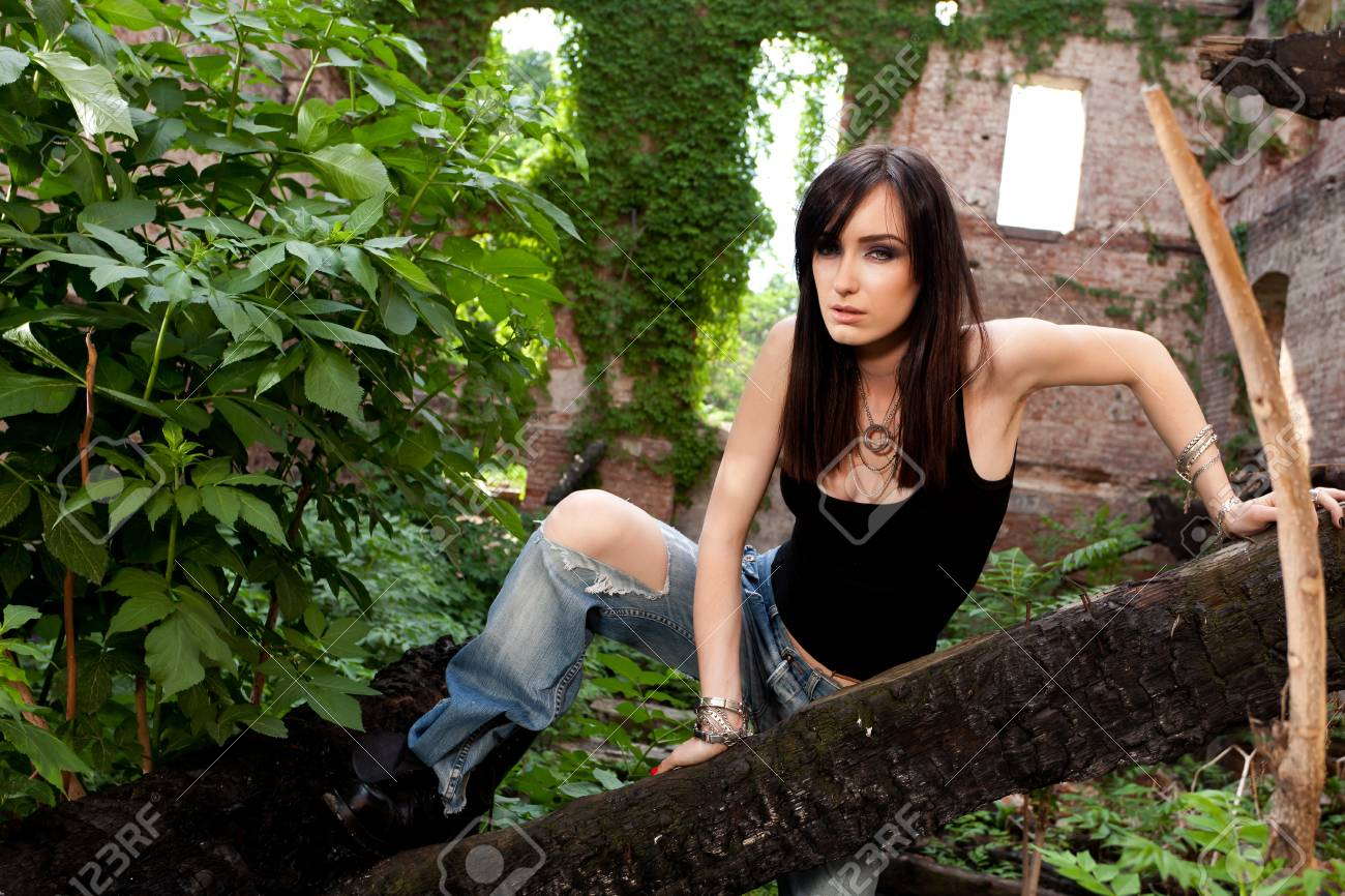 Contrast between beautiful brunette and the green leaves and ivy surrounding her Stock Photo - 19339781