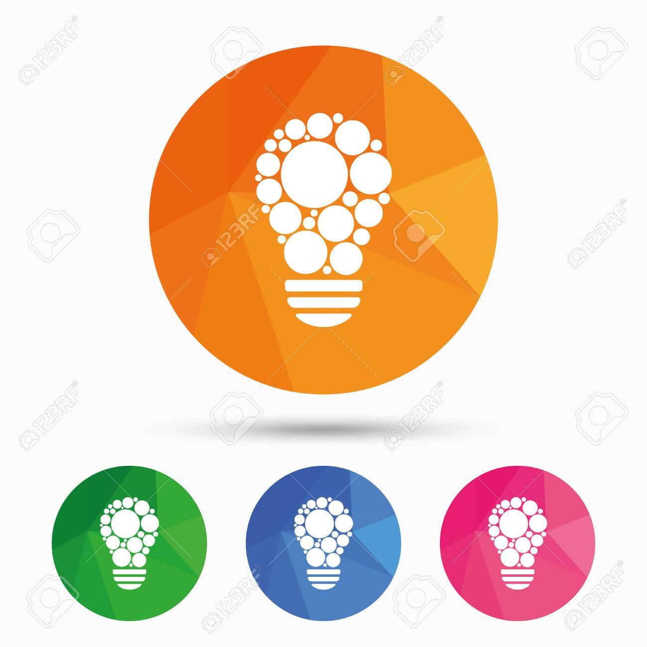 Lumière lampe signe icône  Ampoule avec le symbole des cercles  symbole  Idée  Triangulaire bas bouton poly avec l'icône plat  Vecteur