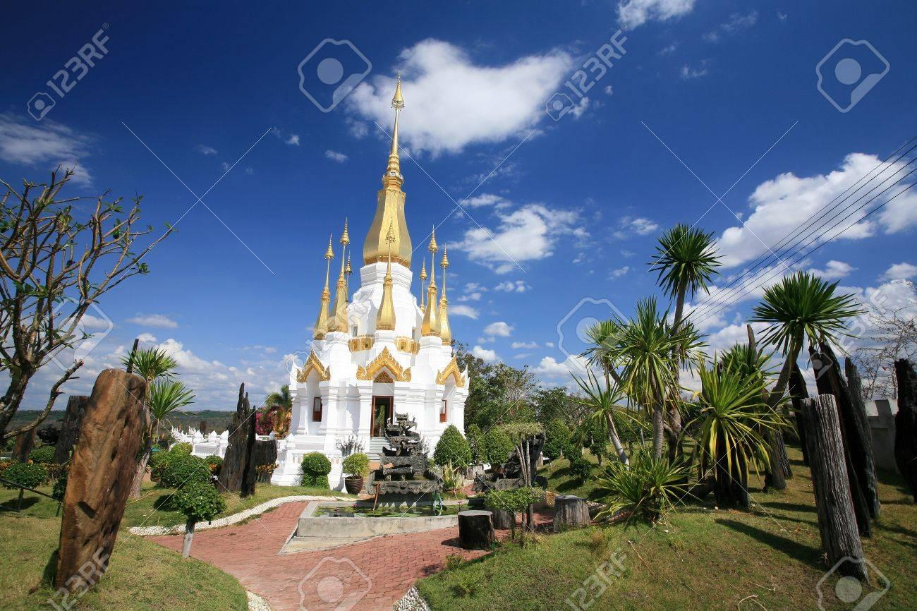 Ornament: beautiful white and gold pagoda architecture at wat Tham Kuha Sawan at Ubon Ratchathani province, Thailand Stock Photo - 12105352