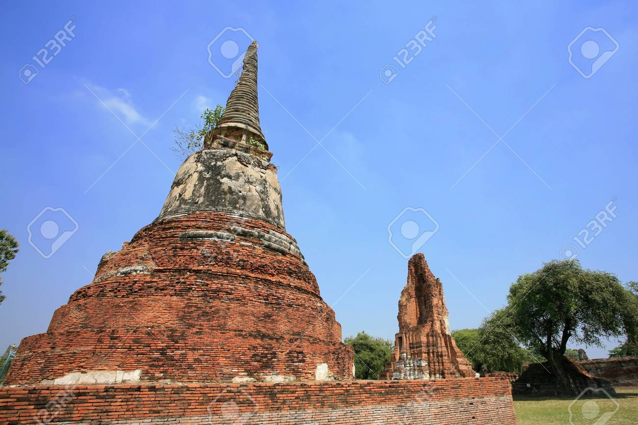 Old pagoda in Ayutthaya, the ancient capatal existed from 1350 to 1767, Thailand Stock Photo - 14481323