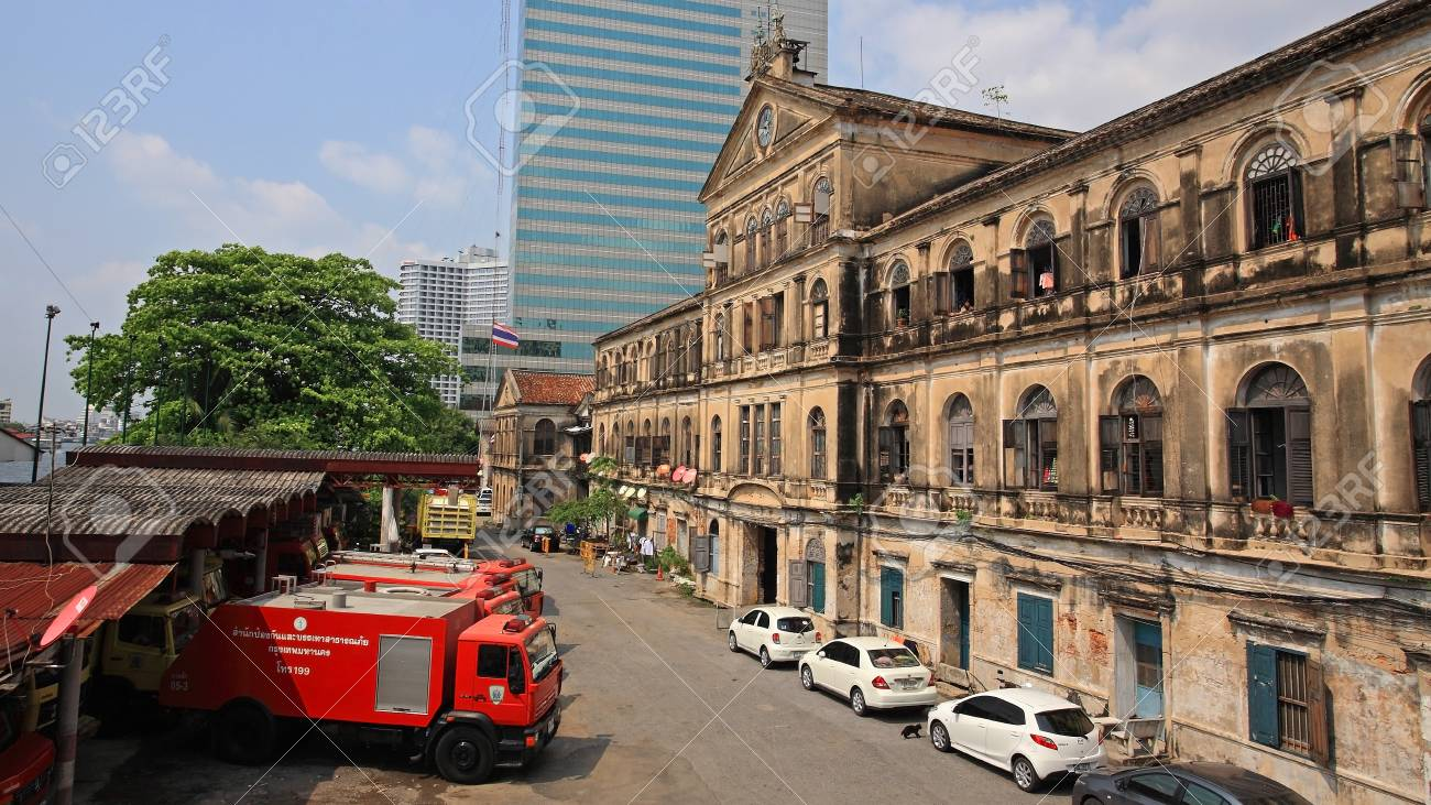BANGKOK-MAR 16  Antique Bangrak fire station with red fire trucks against blue sky on March 16, 2013 in Bangkok, Thailand  Bangrak fire station, founded in 1890, is still in operation until now   Stock Photo - 18614619