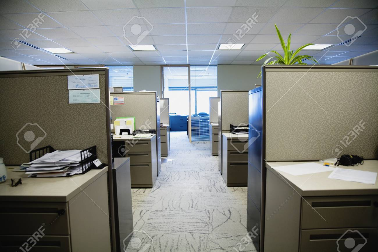 office with cubicles. Empty Office With Cubicles Stock Photo - 90978053