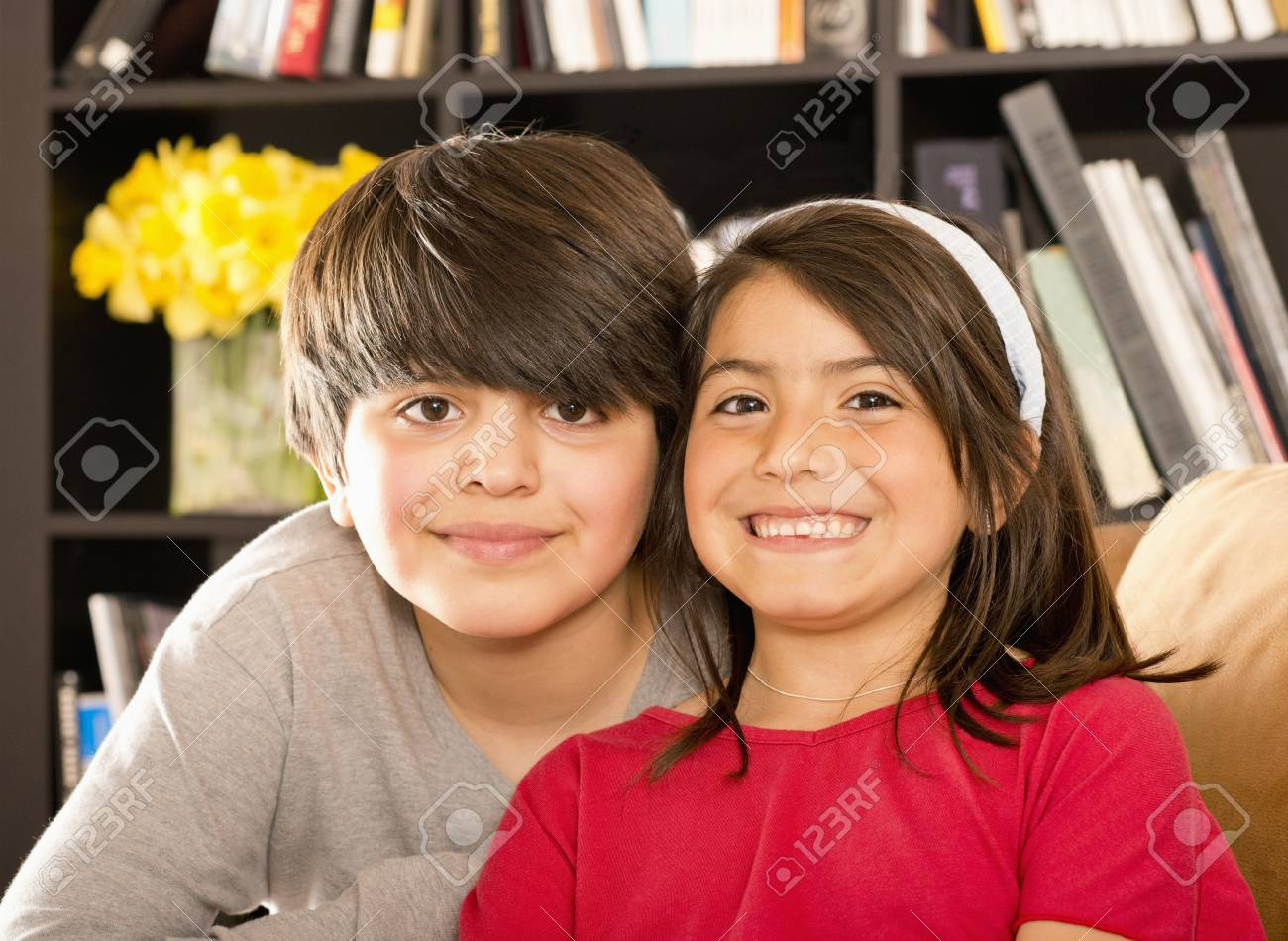 Foto De Archivo Smiling Hispanic Brother And Sister