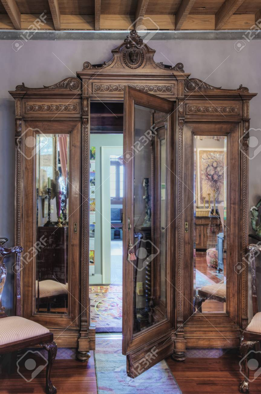 outlet store 5c1bc e8b85 Ornate wardrobe with secret door