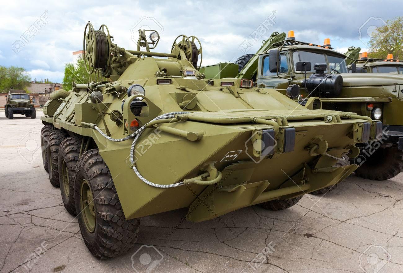 サマーラ, ロシア連邦 - 2013 年 5 月 7 日: 装輪装甲回収車 ARV K に ...