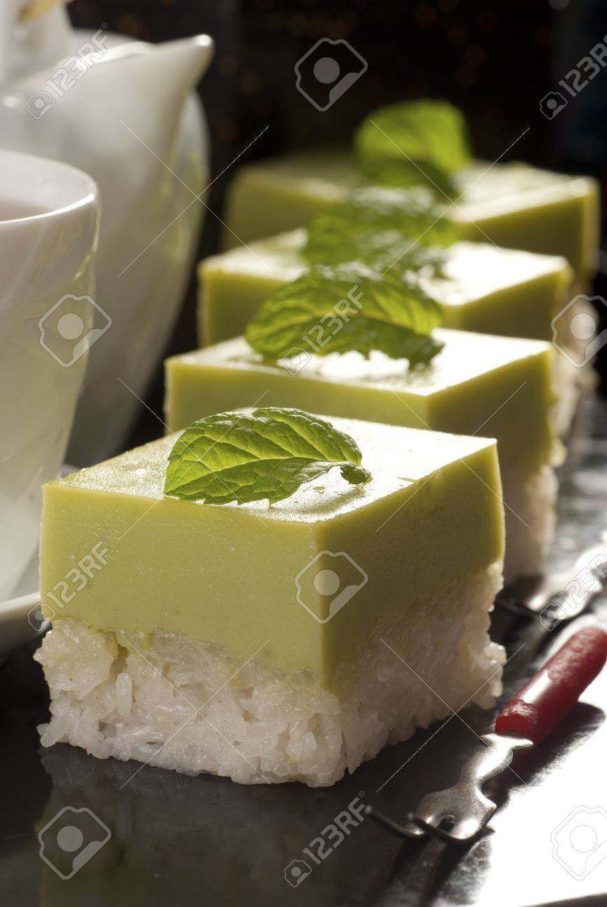 Seri Kaya Kuih also known as the Pandan Custard Cake Stock Photo - 11738586