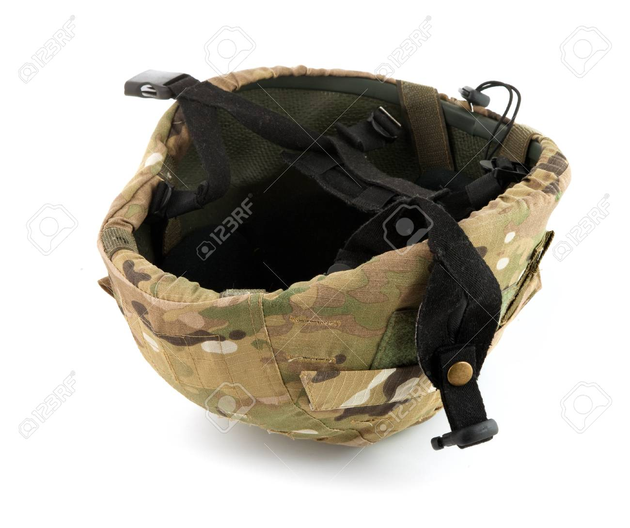 Casco militar aislar sobre un fondo blanco Foto de archivo - 7998189 5bc7f0552e8