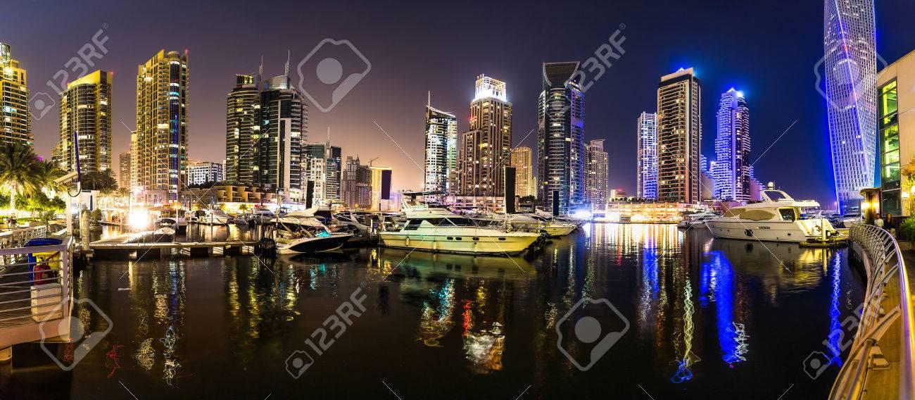 Centro De Dubai Escena Nocturna Con Luces De La Ciudad La Ciudad