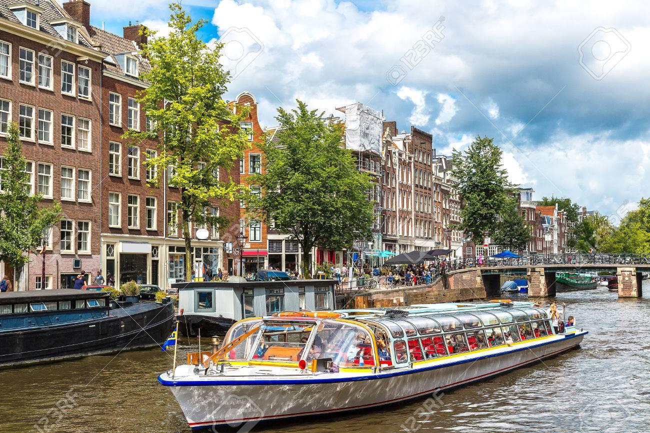 Canales De Amsterdam. Amsterdam Es La Capital Y Ciudad Más Poblada ...