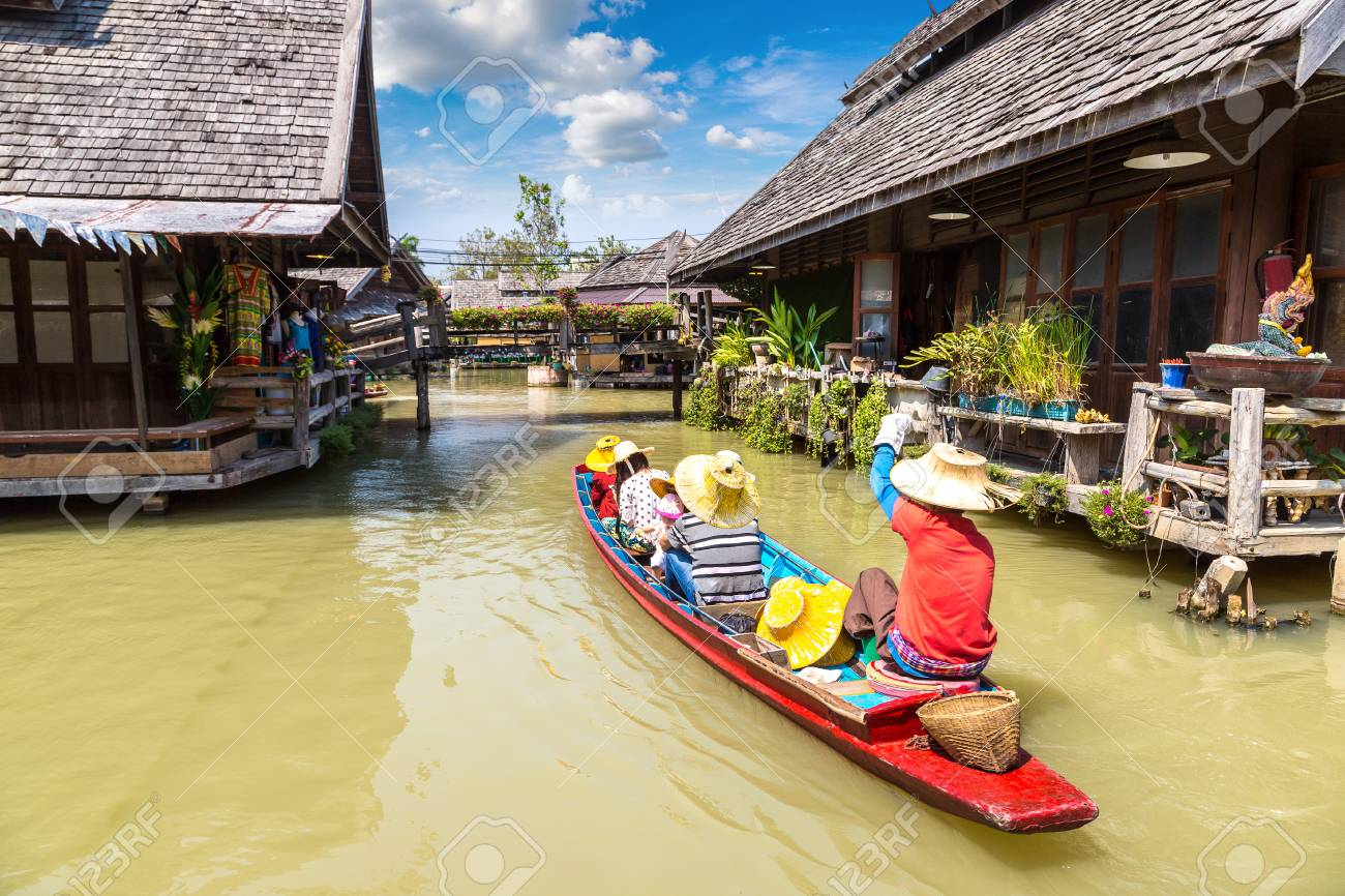 Floating Market in Pattaya, Thailand in a summer day - 113493560