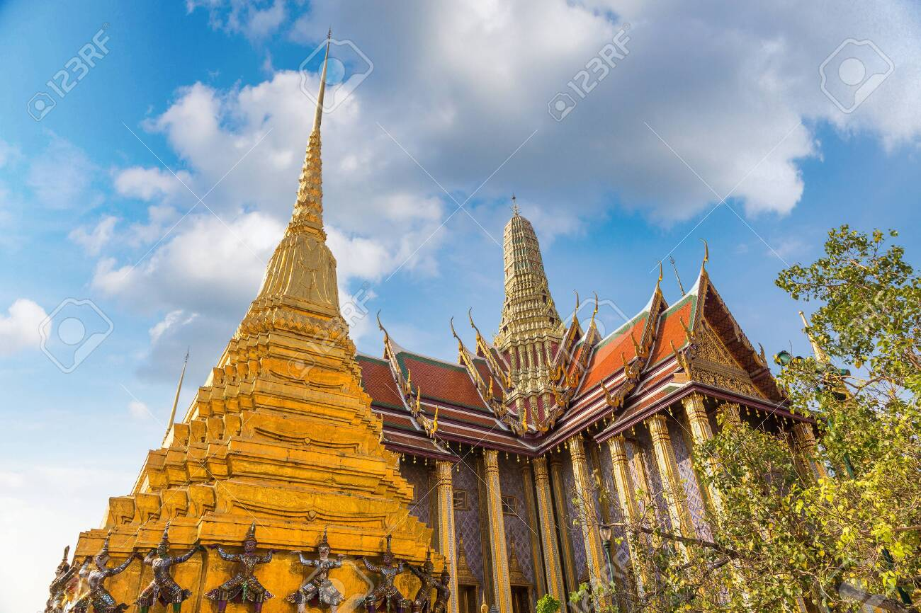 Grand Palace and Wat Phra Kaew (Temple of the Emerald Buddha) in Bangkok in a summer day - 125680927