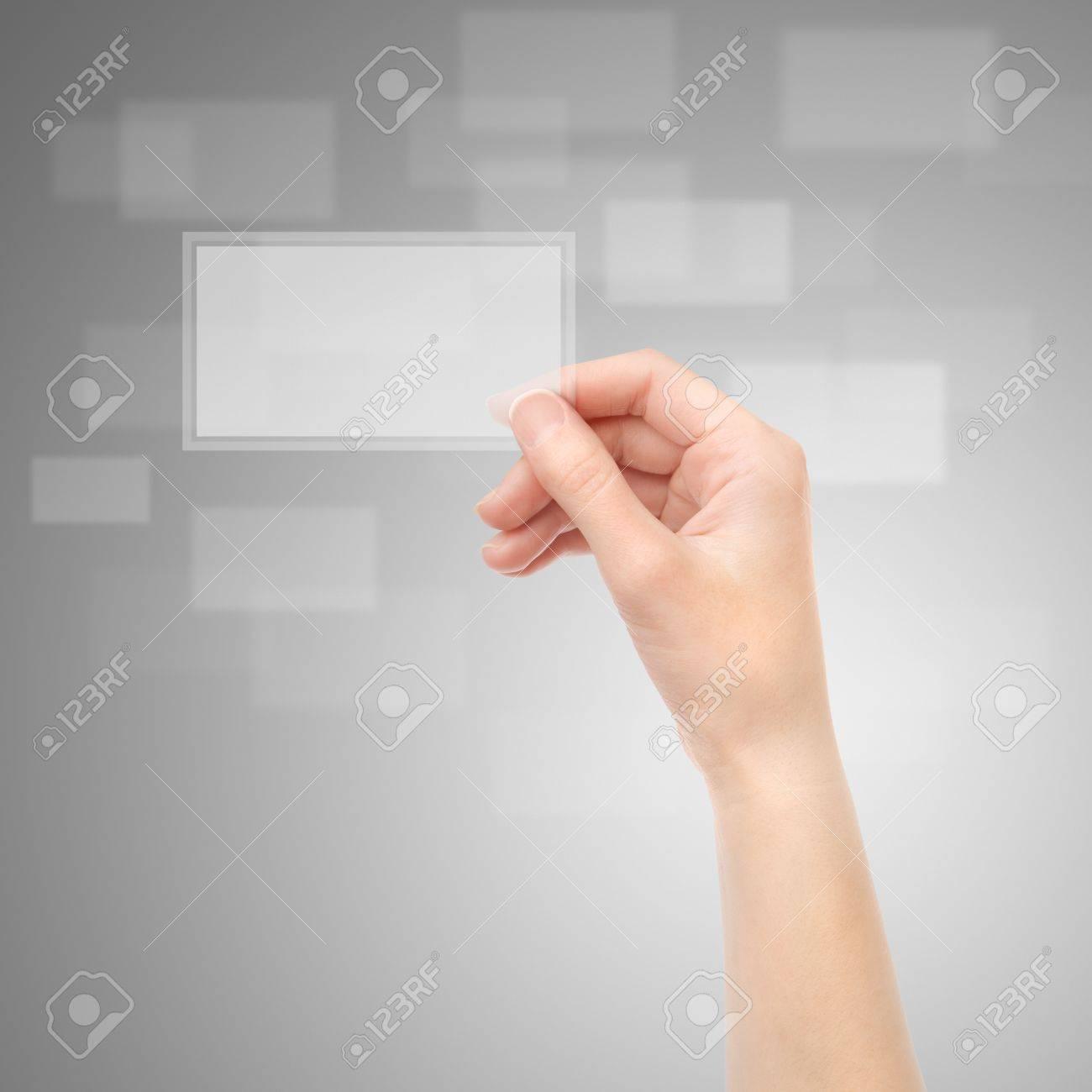Femme Tenant La Main Translucides Carte De Visite Electronique Sur