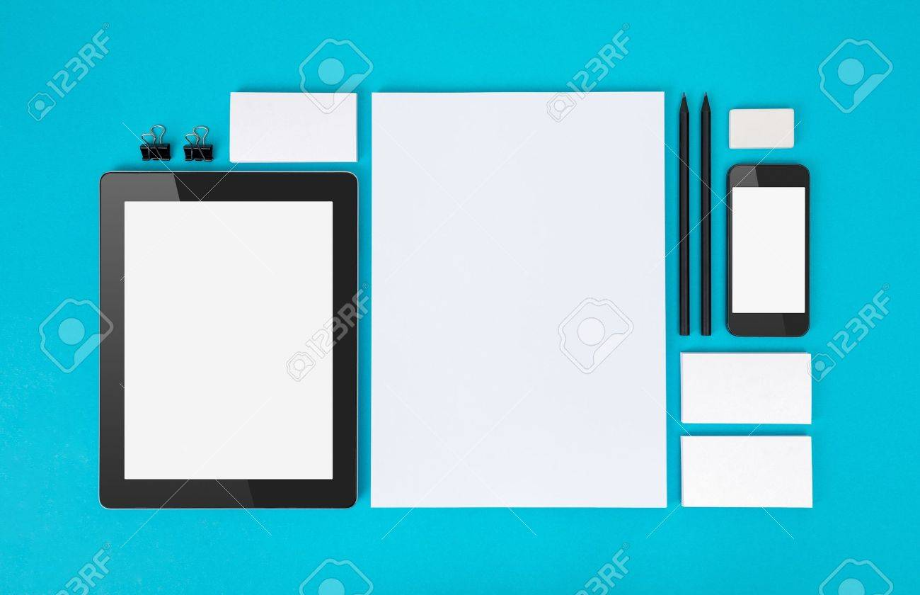 Oggetti Per Ufficio : Set di varietà di oggetti per ufficio in bianco organizzati per la
