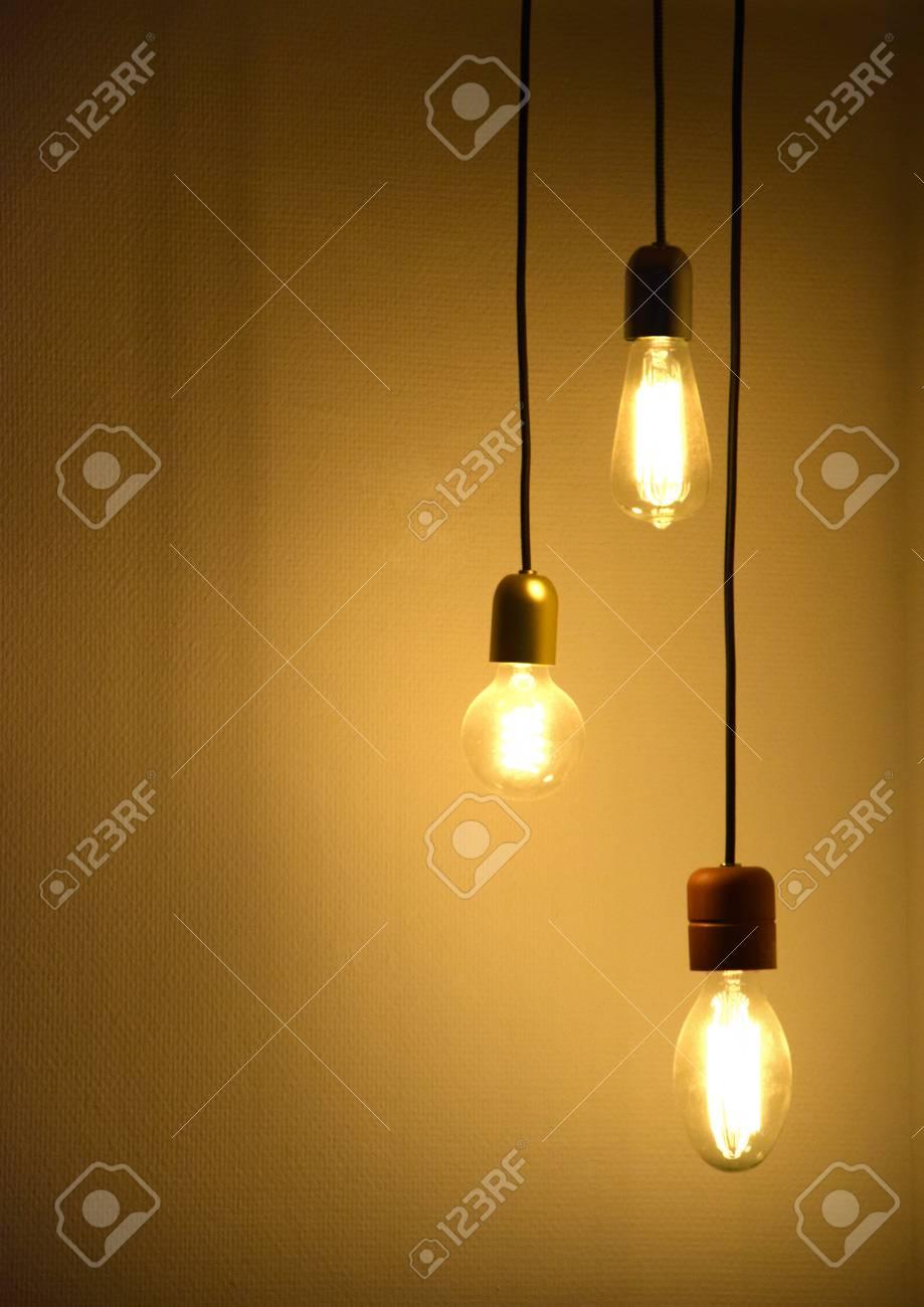 Erfreut Zwei Schwarze Drähte Lichtschalter Bilder - Die Besten ...
