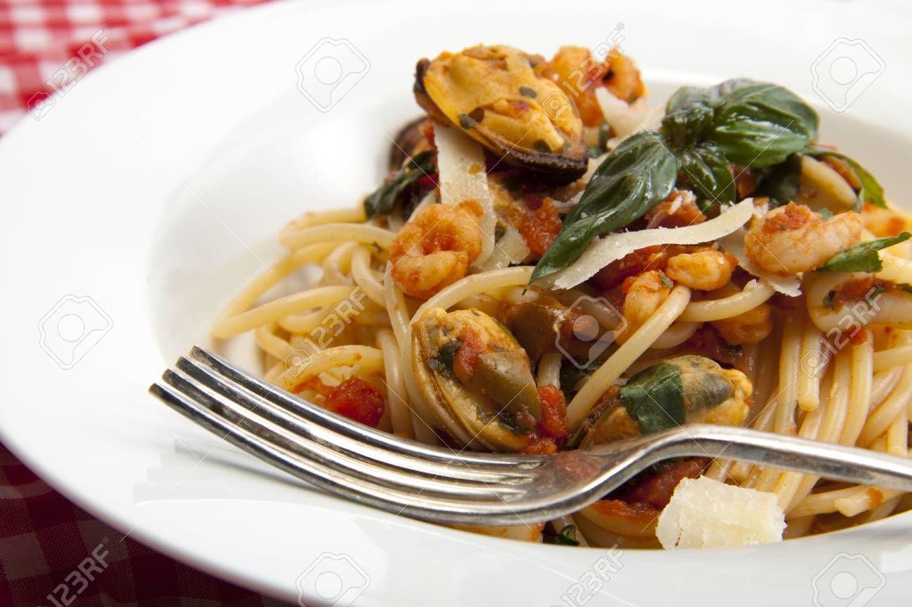 Freshly made spaghetti with a tomato and seafood souse that will taste fantastic on a summers day. Stock Photo - 9660286