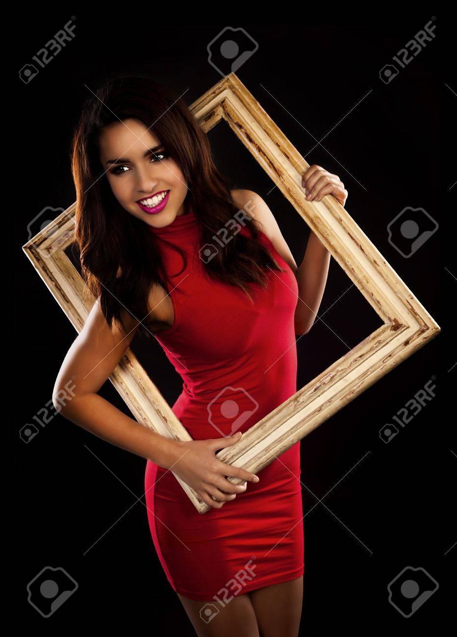 Eine Schöne Frau In Einem Sexy Roten Kleid Auf Und Halten Eine ...