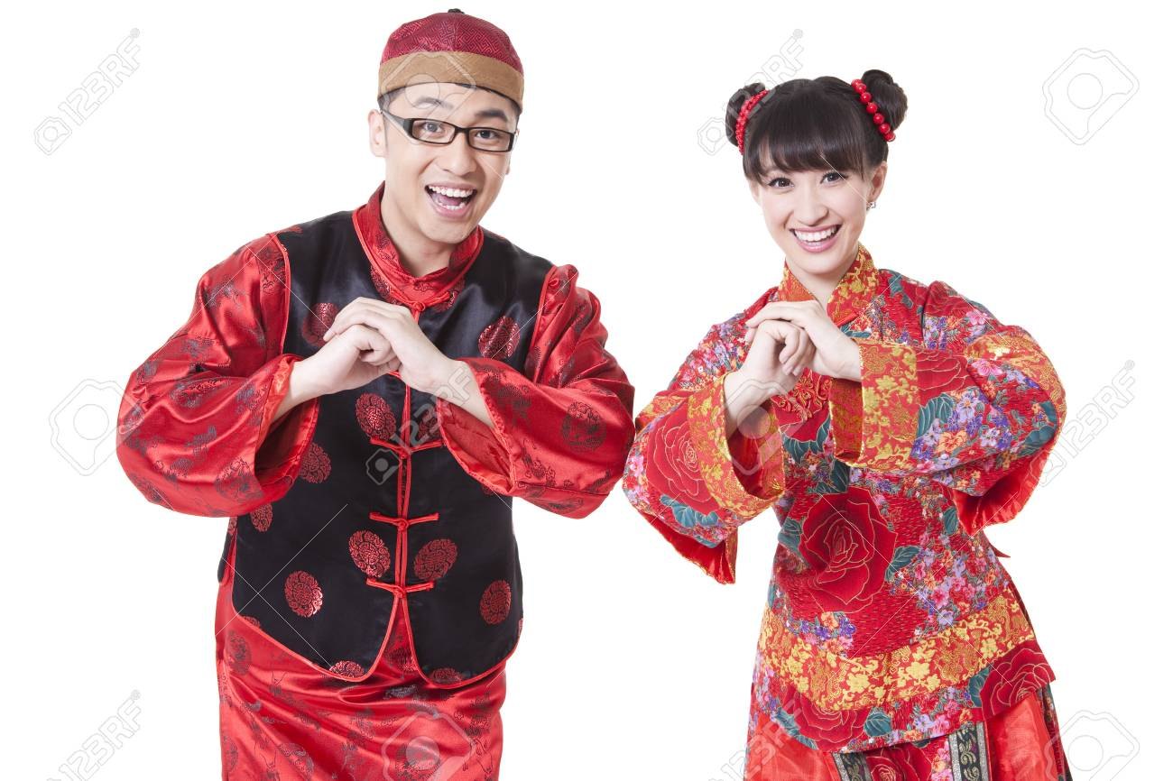 grande vente 90ace f0bd3 Jeune couple en vêtement traditionnel chinois salutation pour le nouvel an  chinois