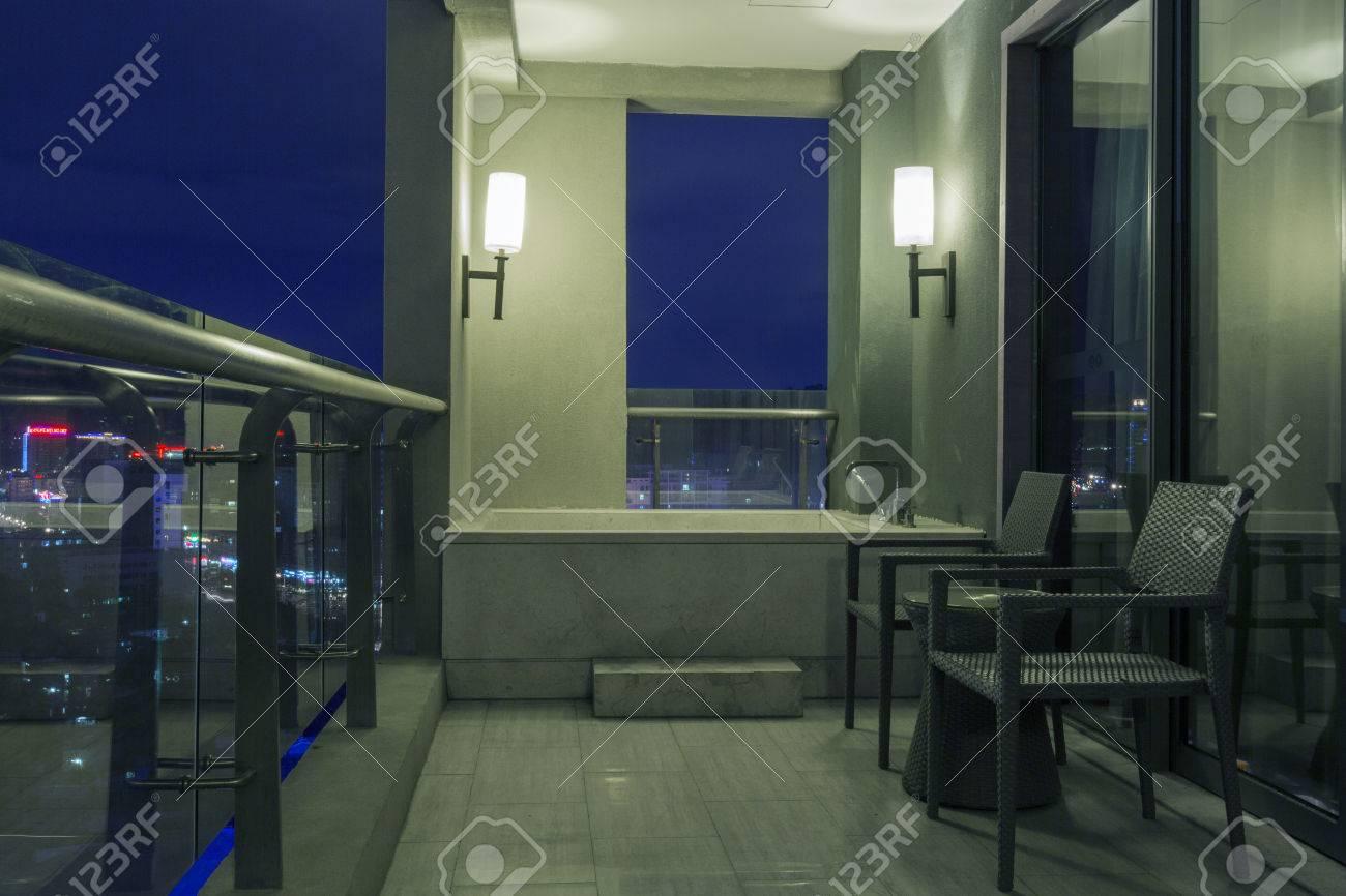 Vasca Da Bagno Nel Balcone Di Lusso, Cina Foto Royalty Free ...