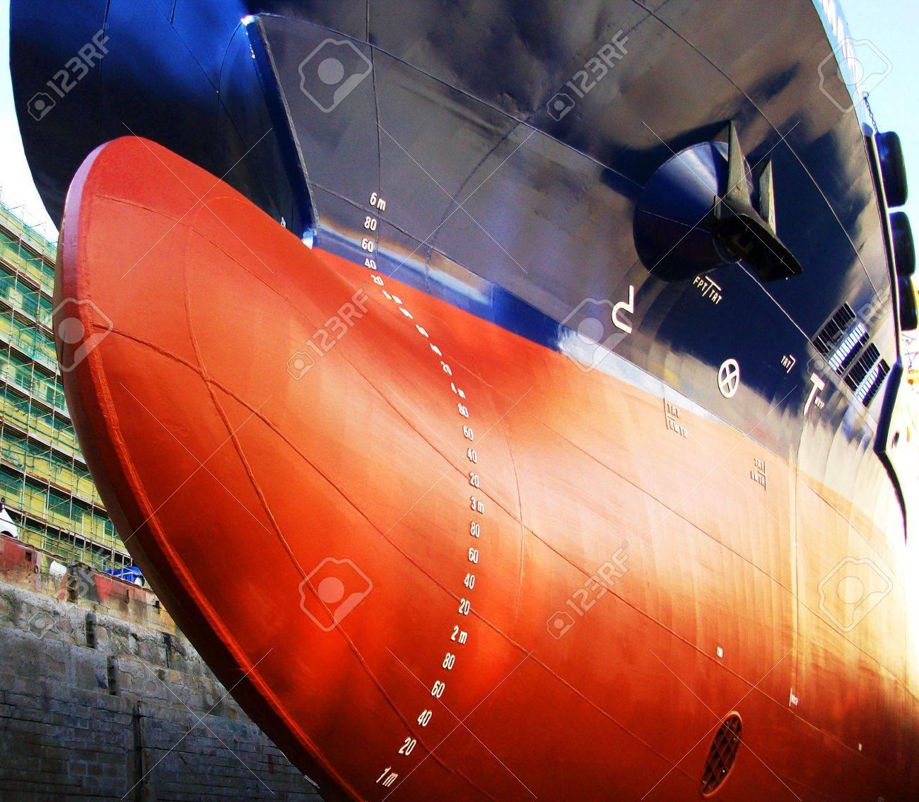 ship in drydock Stock Photo - 17499739