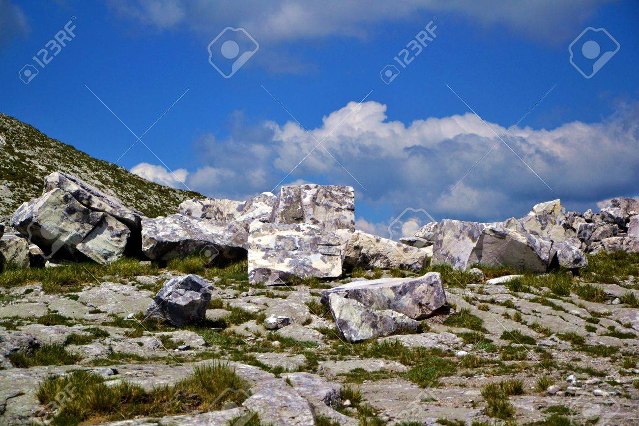 pieces of marble Stock Photo - 58944163