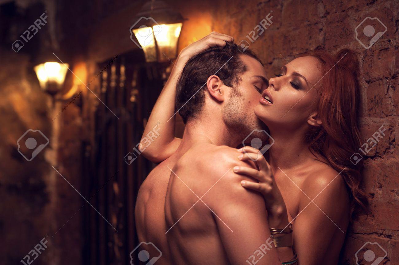 Смотреть занимаются сексом тесном месте