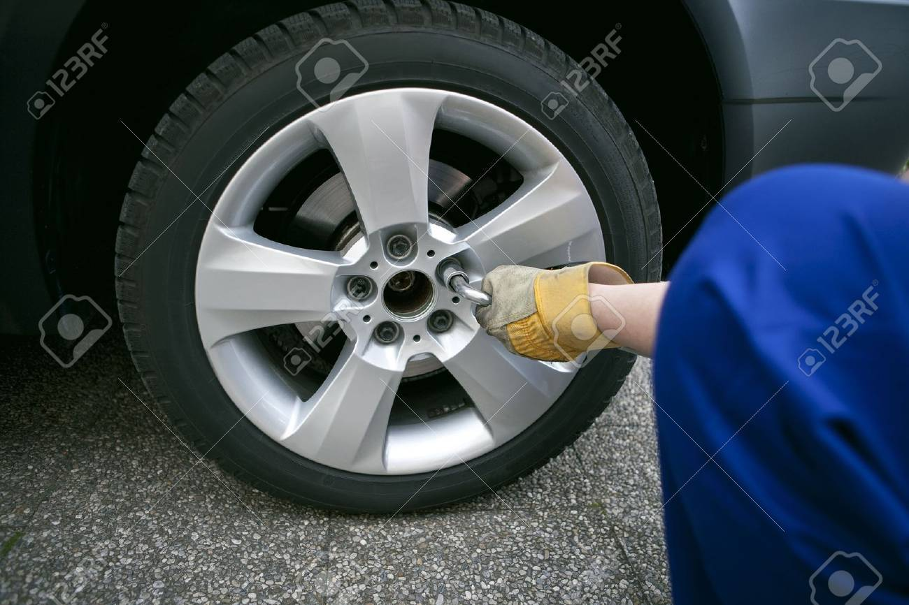 change of tyres Stock Photo - 7487414