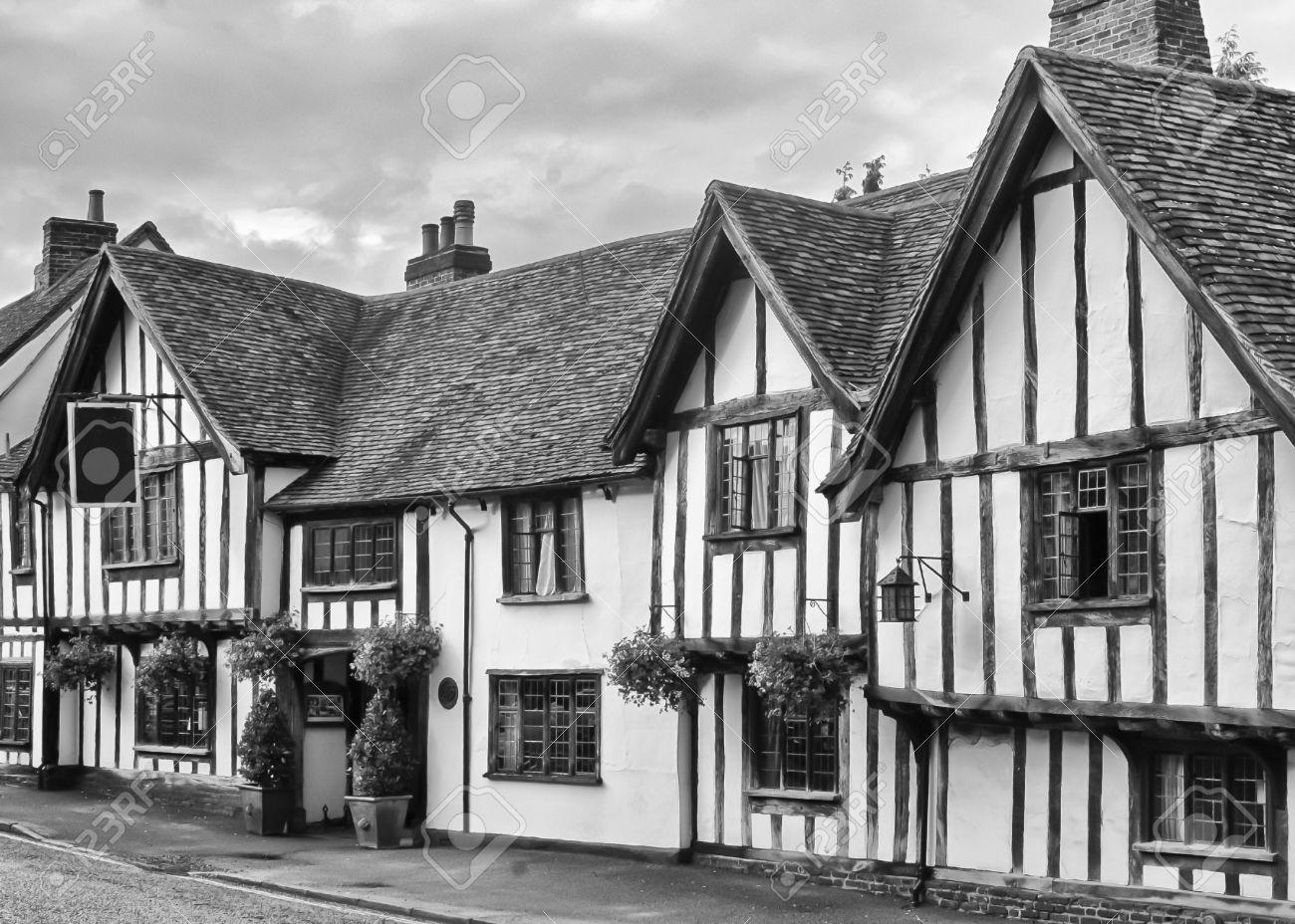 Antiguo Medieval Inglés Inn O Pub, Con Entramado De Madera Casas De ...