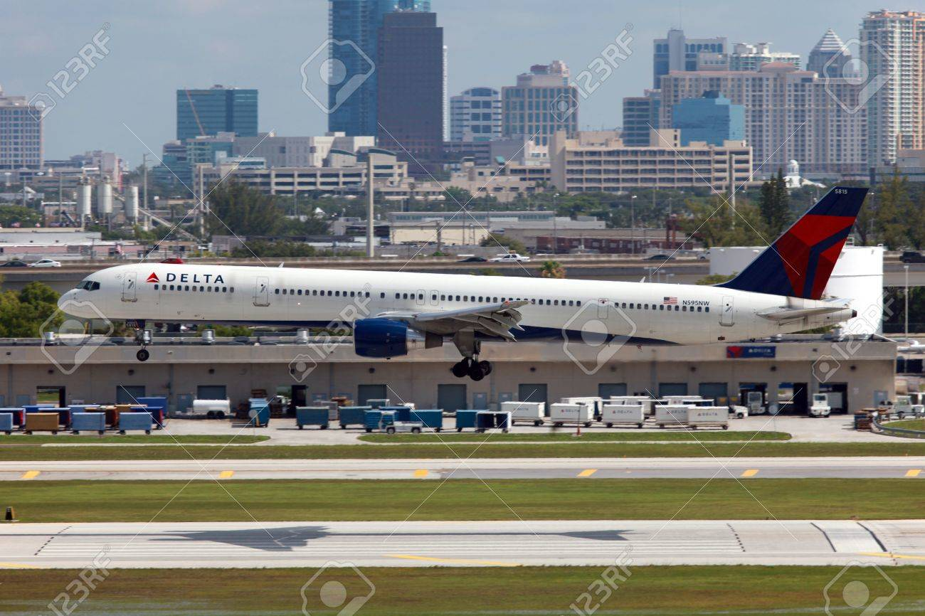 Fort Lauderdale, Florida - May 10, 2012: A Delta Air Lines Boeing 757 approaches Fort Lauderdale Airport in Florida. Delta Air Lines is the world's largest airline with 710 planes and 111.1 million passengers in 2011. It is headquartered in Atlanta, Georg Stock Photo - 14467166