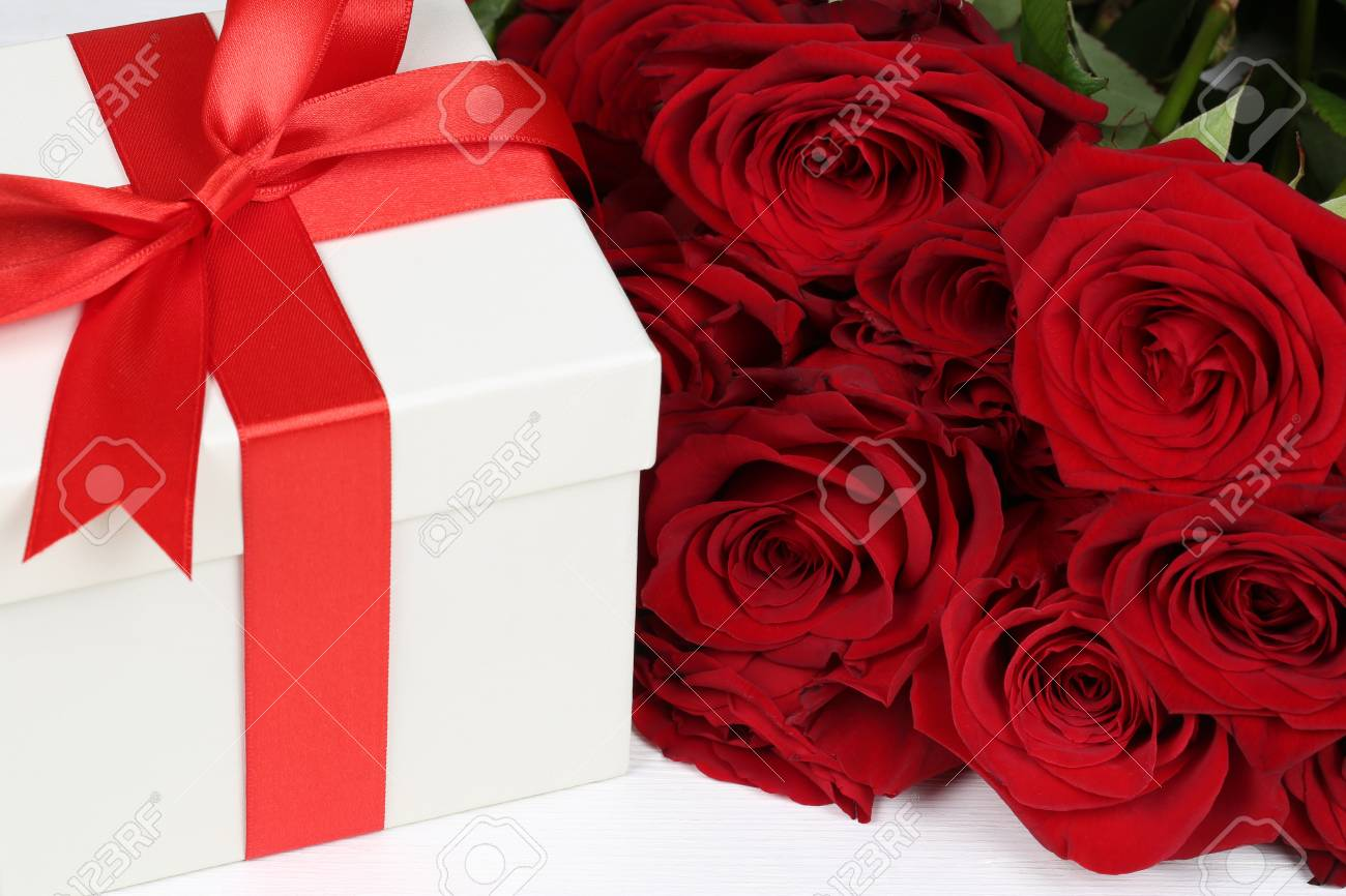 Gift Box With Roses Flowers For Birthday Gifts Valentine S Or