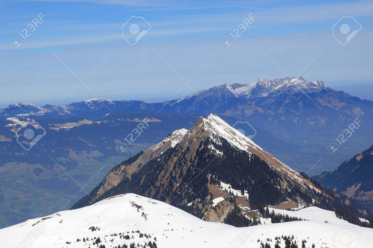Stanserhorn とピラトゥス山スイ...