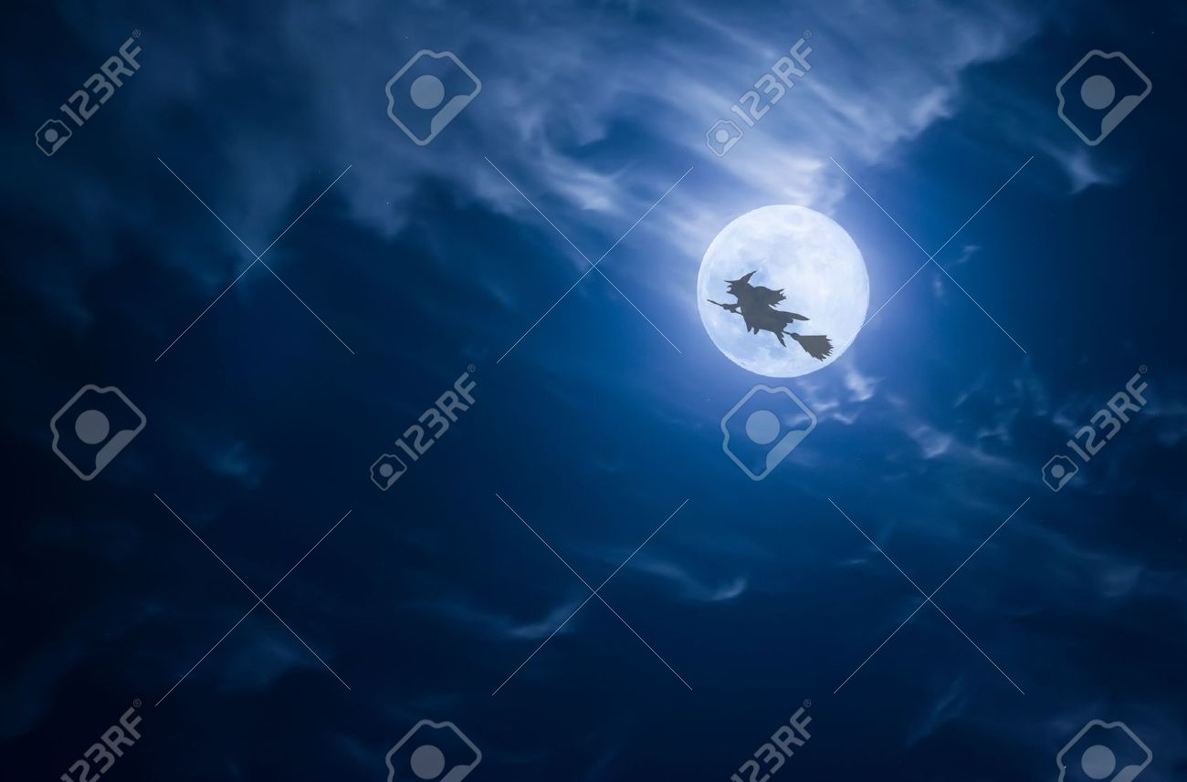Witch flying past the moon Stock Photo - 15065627