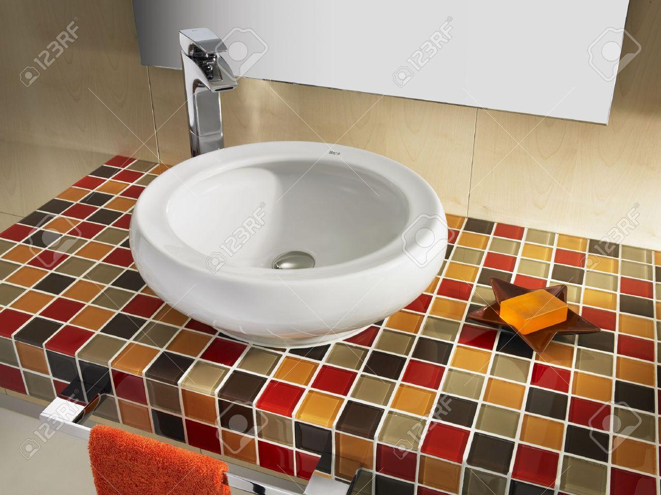 Badkamer interieur design huis luxe spiegel mozaïek badkamer