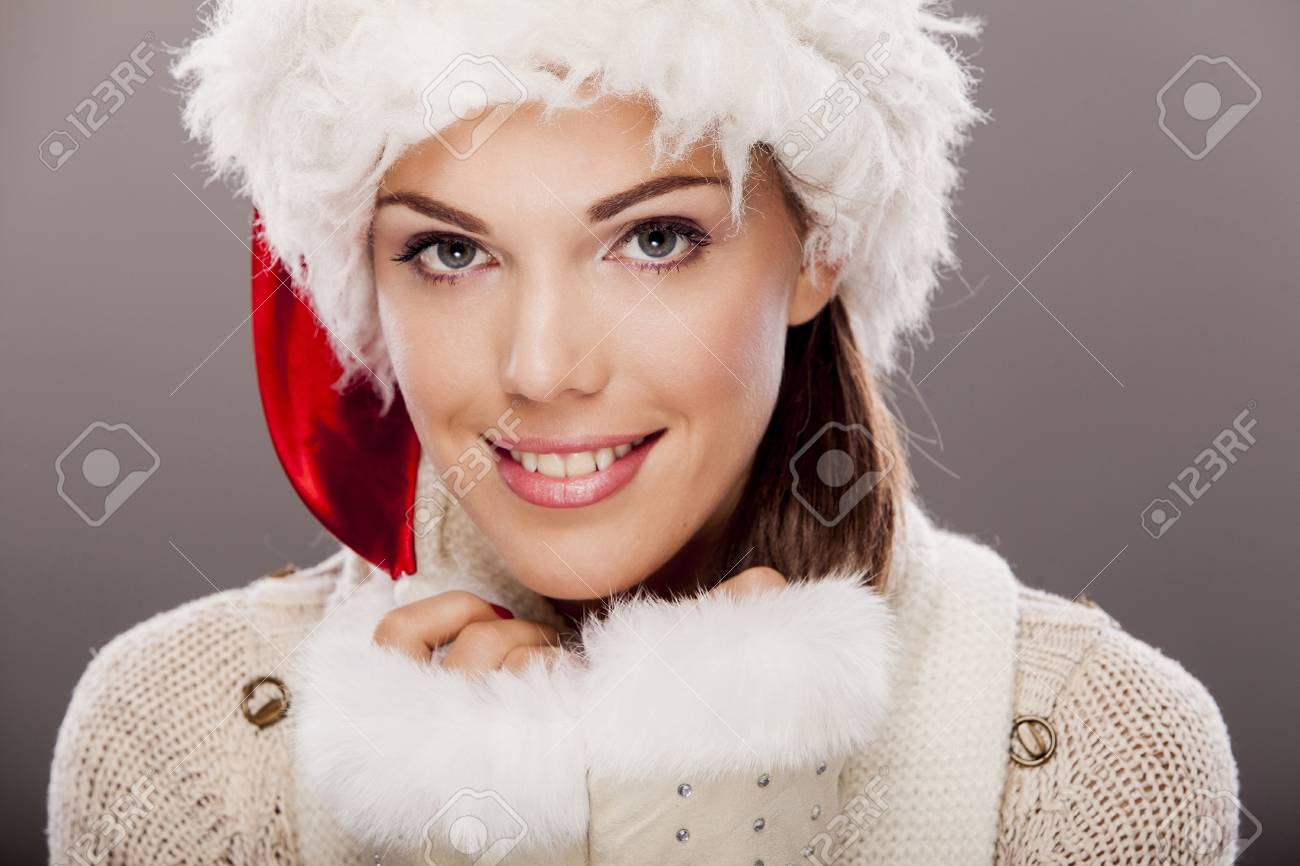 Young woman in winter clothes Stock Photo - 17263331