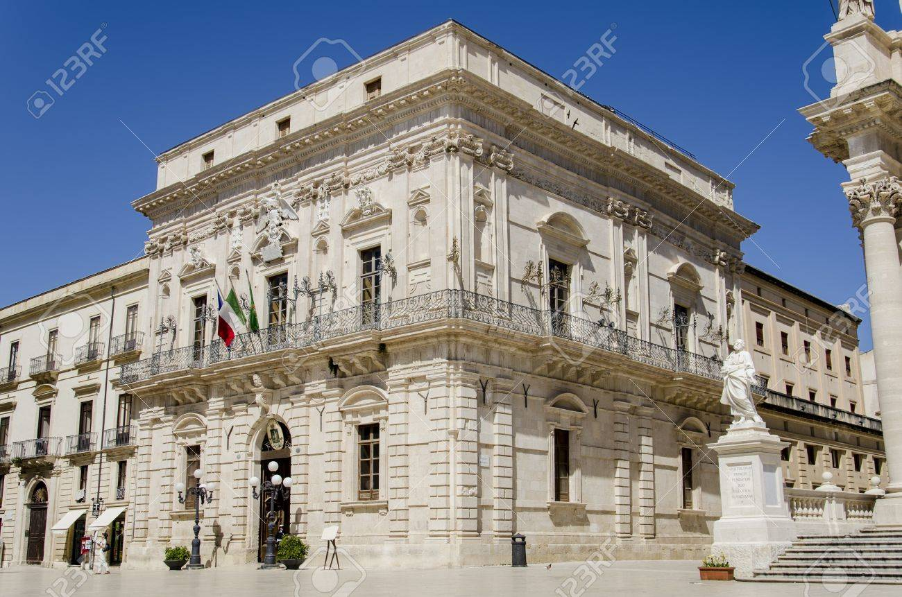 2012 年 4 月 30 日で、イタリア シラクサで建物の歴史的。この 2,700 歳シシリアの街はユネスコ世界遺産のサイトとして一覧表示されます。