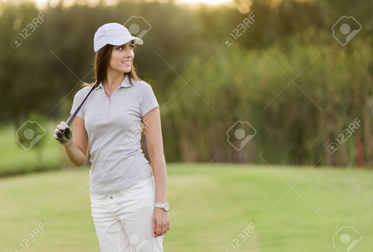 Young woman playing golf - 32547558