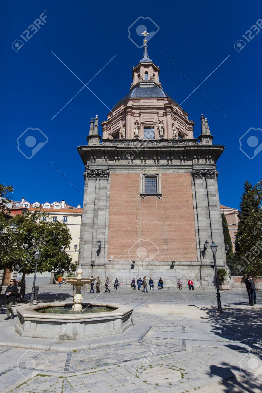 Madrid Spain March 13 2016 Unidentified People In Front