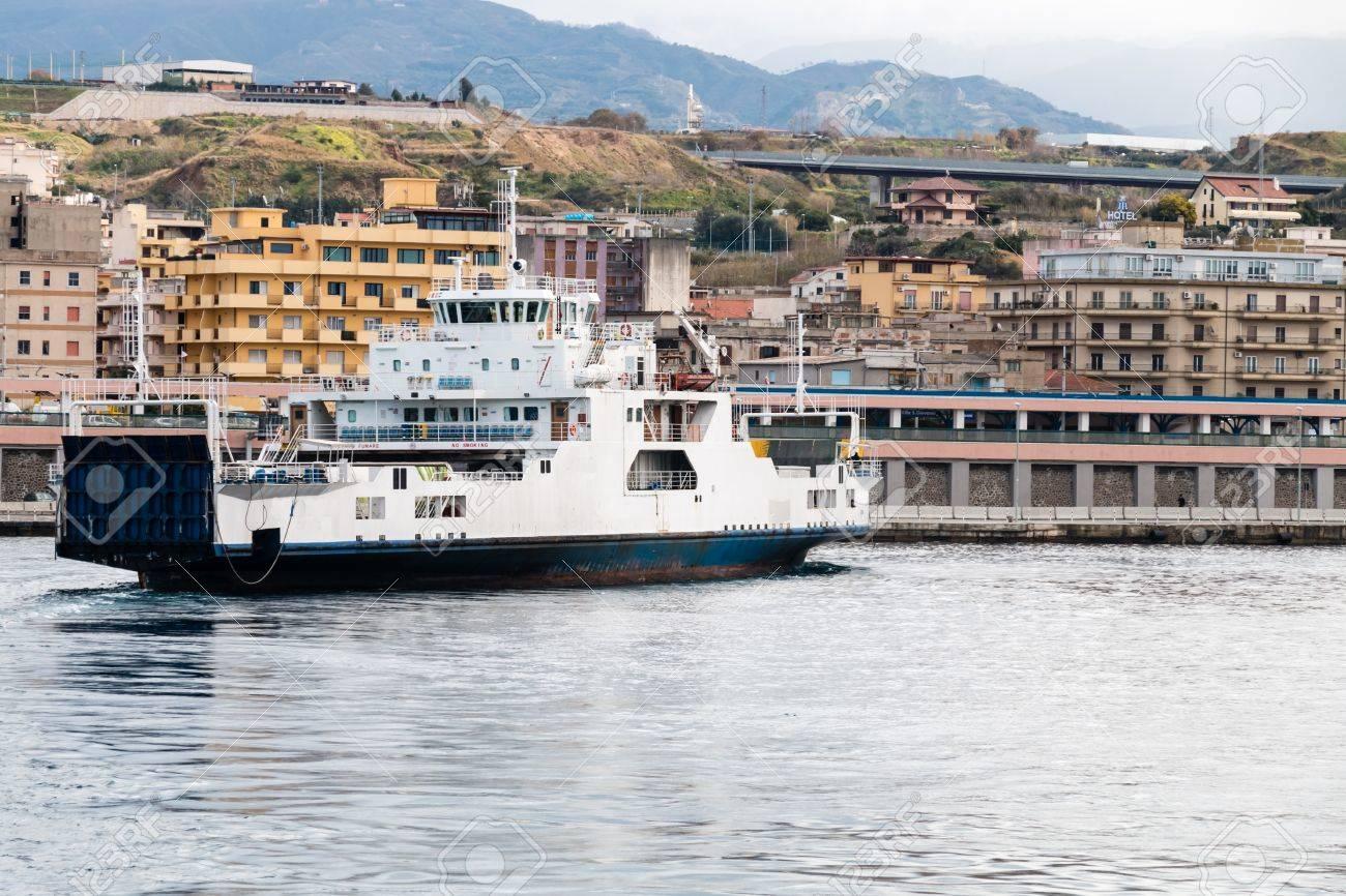 イタリアからシチリア海峡のシチ...