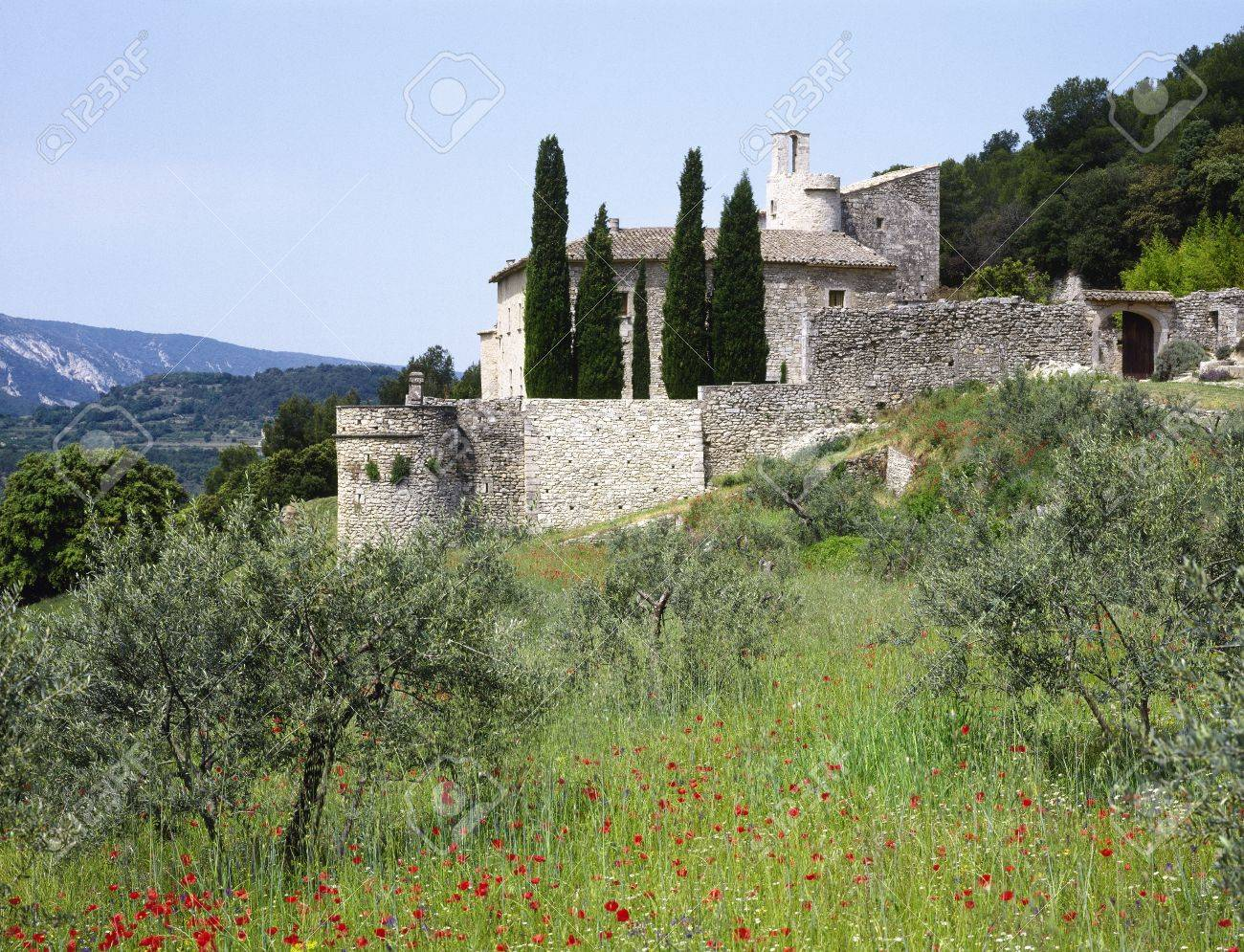 House in the Provence, southern France Standard-Bild - 12506748